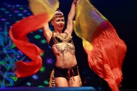 Eloise Currie Circus Artist - Aerialist / Acrobat