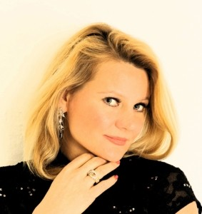 JOANNA HENWOOD - Opera Singer