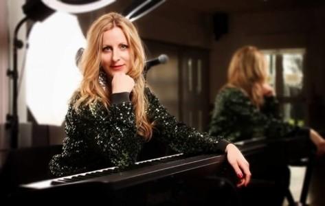Singer-Pianist Rachel Brooks - Pianist / Singer