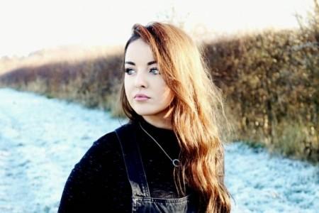 Beth Barlow - Female Singer