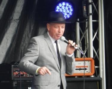 Ronald Simone - Male Singer
