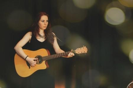 Liane - Female Singer