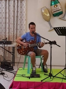 MEL'S - Acoustic Guitarist / Vocalist