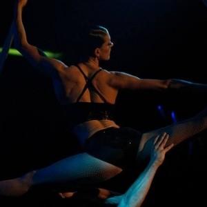 Caroline Warwick-Oliver - Aerialist / Acrobat