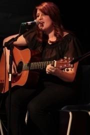 Emma Ronchetti - Guitar Singer