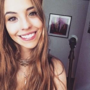 Juliana luengas  - Female Singer